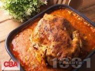 Рецепта Печено пиле с яхния от боб от консерва, лук, домати в тава на фурна